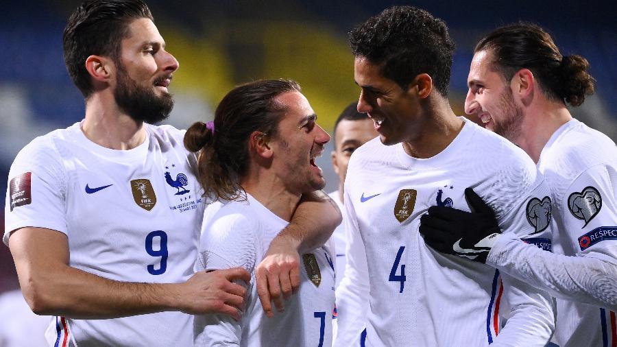 Griezmann comemora o gol da França diante da Bósnia - FRANCK FIFE/AFP