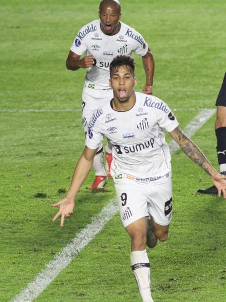Kaio Jorge comemora gol marcado na partida do Santos contra o Independiente, pela ida das oitavas da Sul-Americana 2021. - Fernanda Luz/AGIF
