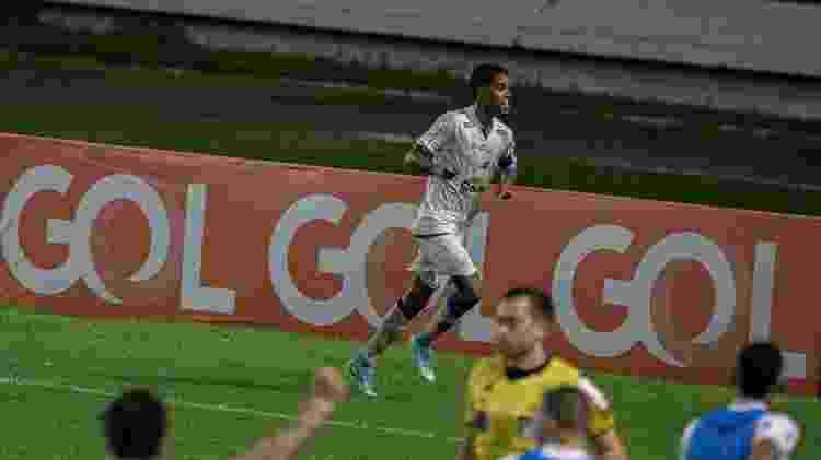 Gabriel comemora gol do CSA contra o Vasco pela Série B - Celio Junior/AGIF - Celio Junior/AGIF