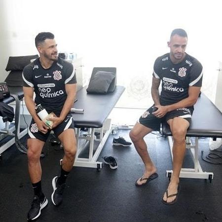 Giuliano e Renato Augusto, em treino do Corinthians no CT Dr. Joaquim Grava - Rodrigo Coca/Agência Corinthians