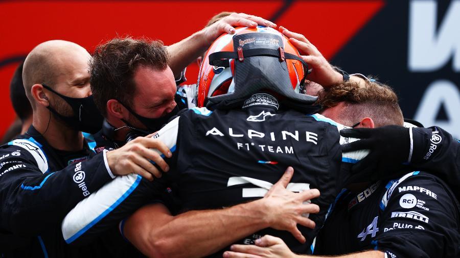 Esteban Ocon comemora vitória histórica para ele e sua equipe, a Alpine, no GP da Hungria - Dan Istitene - Formula 1/Formula 1 via Getty Images