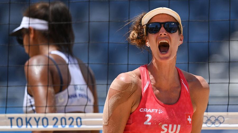 Joana Heidrich, da Suíça, durante partida contra Ana Patrícia e Rebecca nos Jogos Olímpicos de Tóquio - Daniel LEAL-OLIVAS / AFP