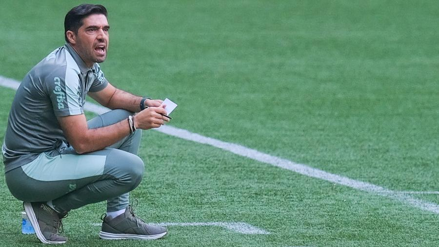 Abel Ferreira durante partida entre Palmeiras e Flamengo, pelo Brasileirão 2021 - Marcello Zambrana/AGIF