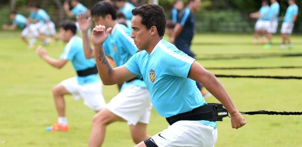 Rogério Ceni tem interesse em Jadson, mas teto salarial o afasta do São Paulo