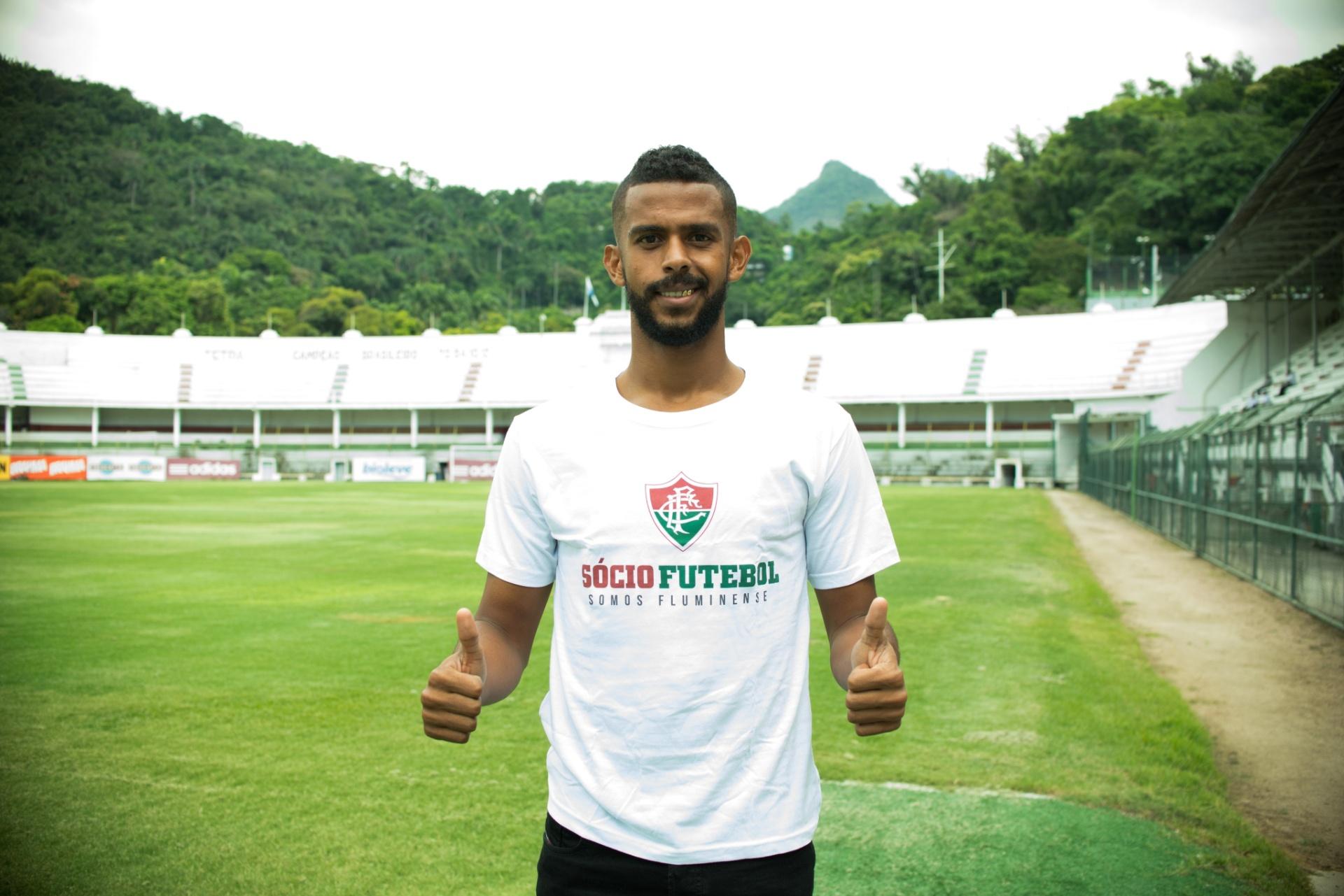 Fluminense oficializa contratação de zagueiro Renato Chaves - 13 01 2016 -  UOL Esporte d58891e589a1d