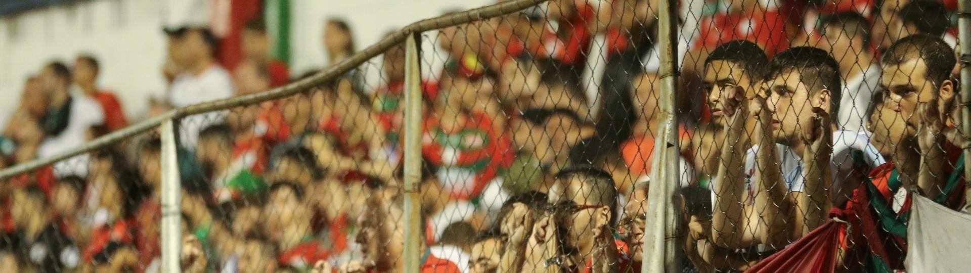 Torcida da Portuguesa acompanha jogo contra o Juventus no Estádio do Canindé pela Série A2 do Campeonato Paulista 2016