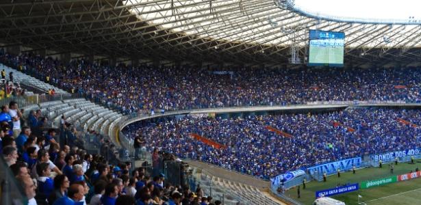 Torcedor questiona limite de benefícios em mais um ano complicado do Cruzeiro