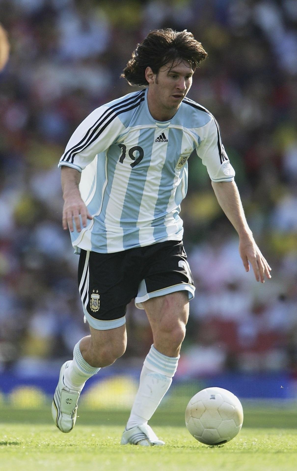 Messi em ação pela Argentina durante amistoso de 2006