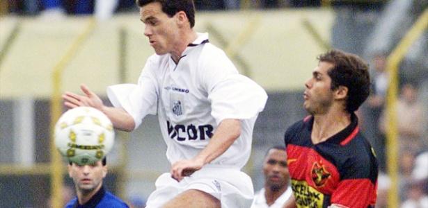 Sangaletti (à direita) em ação pelo Sport no Brasileirão de 1998