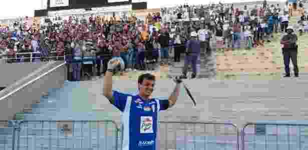 Gerson vibra com a torcida do Corinthians - UOL