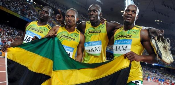 Nesta Carter (esq.) foi pego em antidoping - REUTERS/Kai Pfaffenbach/File Photo