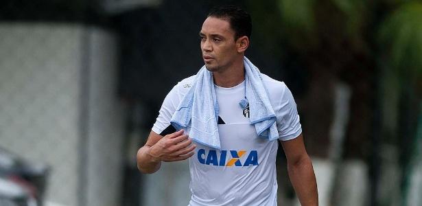 Ricardo Oliveira faz trabalho específico para retomar condições físicas ideais