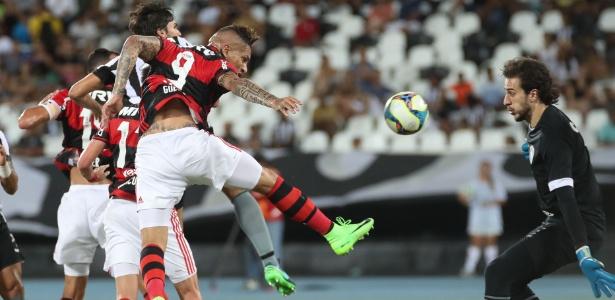 Paolo Guerrero fez um dos gols do Flamengo no último encontro com o Botafogo