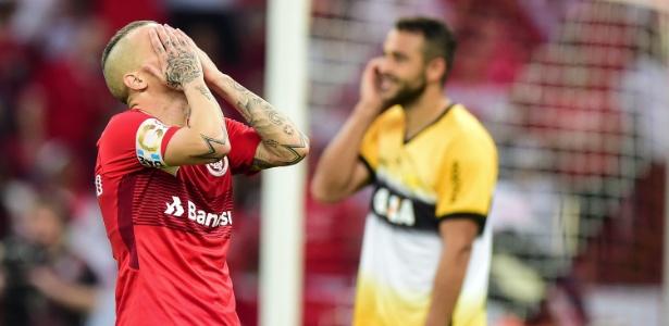 D'Alessandro se desespera em lance do duelo do Inter contra o Criciúma