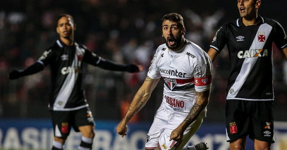 Lucas Pratto comemora gol marcado pelo São Paulo contra o Vasco