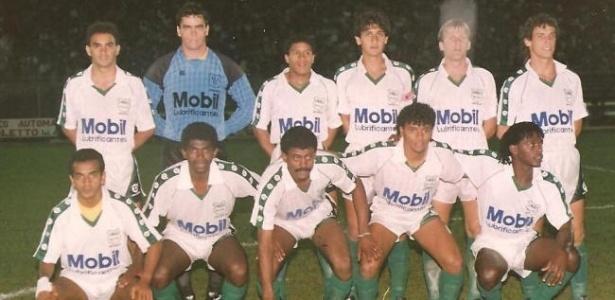 União São João, de Araras (SP), contou com Roberto Carlos (em pé) entre 1991 e 1993