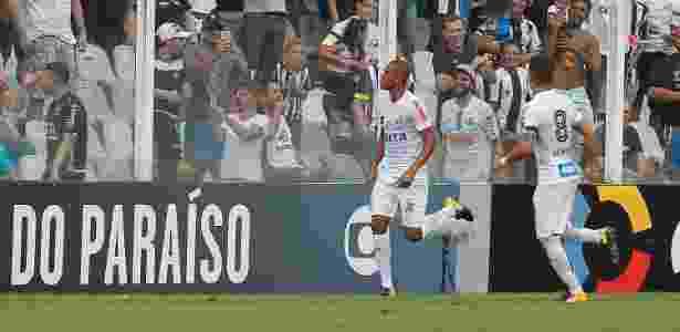 Copete comemora após abrir o placar para o Santos contra o Avaí - Daniel Vorley/AGIF - Daniel Vorley/AGIF