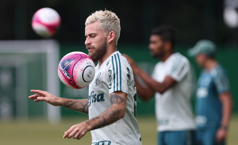 8d21c8239f112 Contrato prevê R  15 mil por jogo a Lucas Lima e comissão a Neymar pai -  17 01 2018 - UOL Esporte