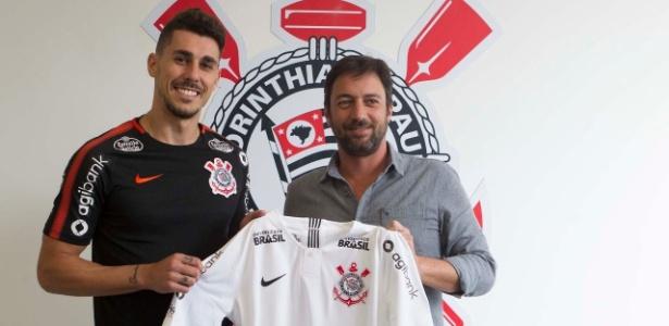 Danilo Avelar assinou contrato de empréstimo de uma temporada com o Corinthians