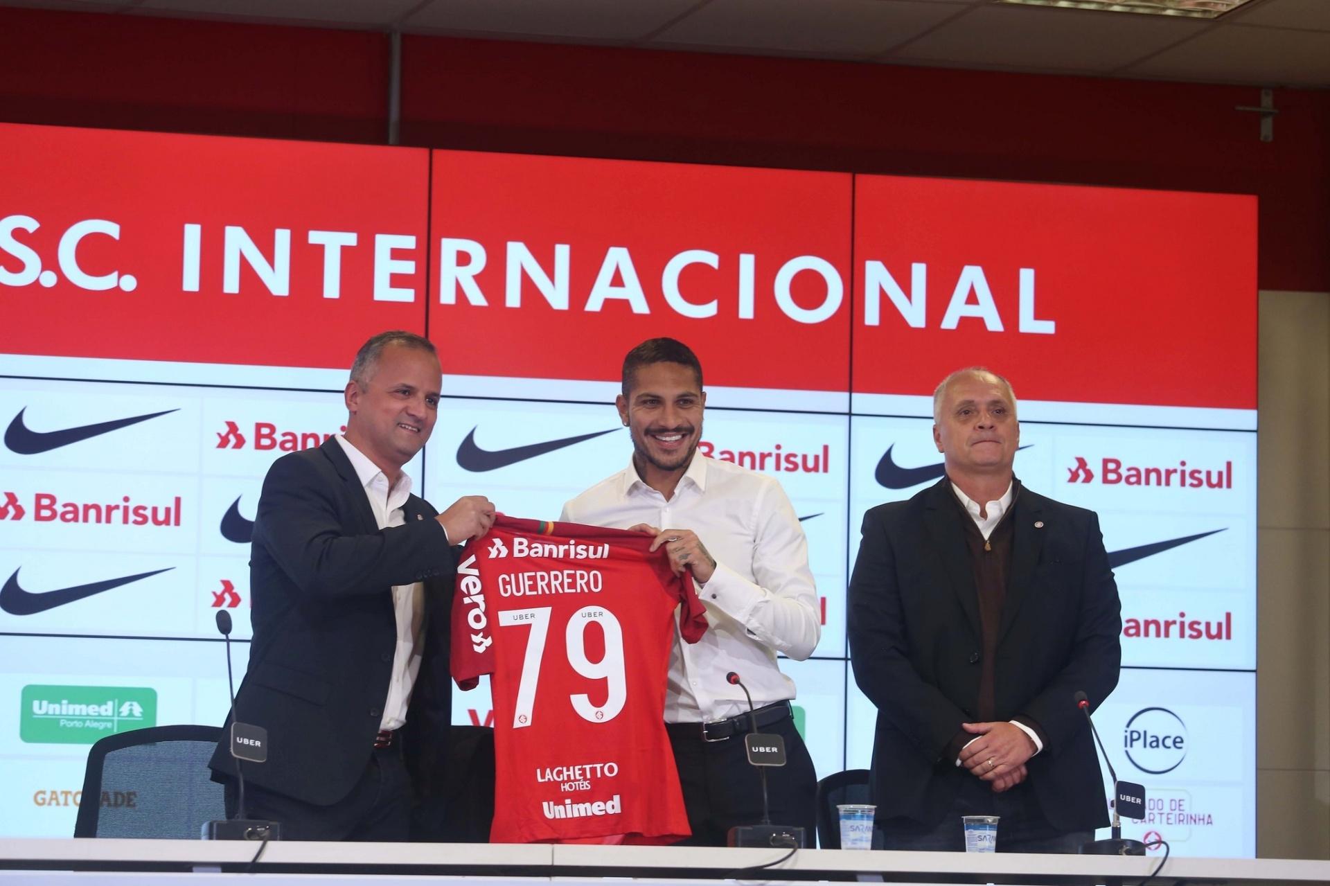 25f7d2f0e3c Camisa de Guerrero no Inter vende quase 3 mil exemplares em 24 horas -  16 08 2018 - UOL Esporte