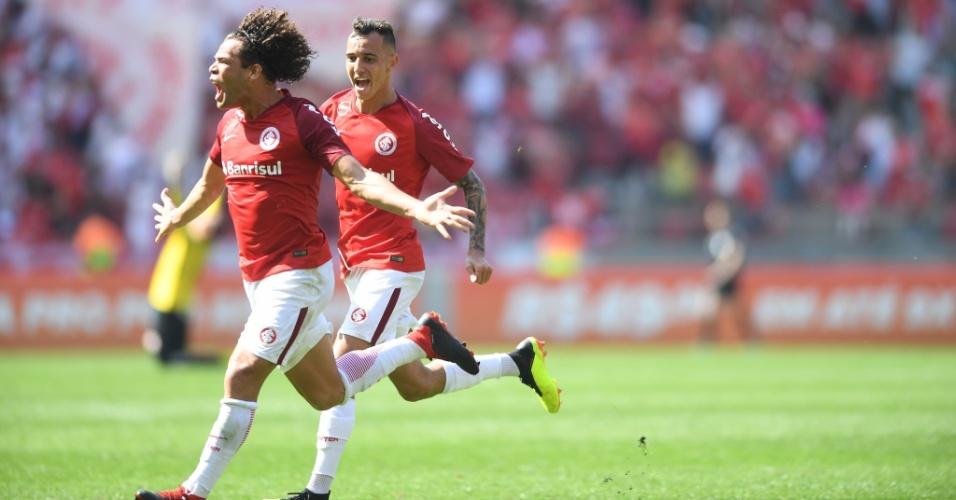 Camilo vibra com gol que levou à vitória do Inter sobre o Paraná