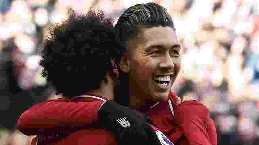 Firmino e Salah comemoram gol do Liverpool contra o Burnley - PAUL ELLIS/AFP