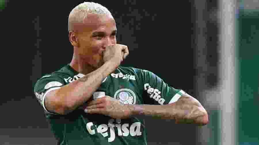 Deyverson comemora gol do Palmeiras em jogo contra Avaí pelo Campeonato Brasileiro - REUTERS/Amanda Perobelli