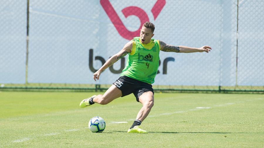 Piris da Motta durante treino do Flamengo. Paraguai vai jogar no futebol turco - Alexandre Vidal/Flamengo