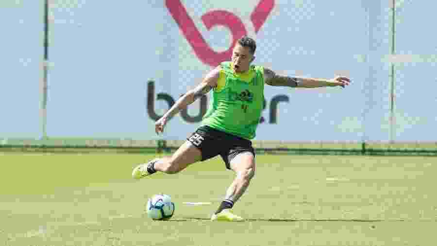 Piris da Motta pode ser titular na vaga de Arão, que está suspenso - Alexandre Vidal/Flamengo