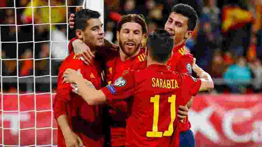 Jogadores da Espanha comemoram gol em jogo contra Malta - REUTERS/Marcelo del Pozo