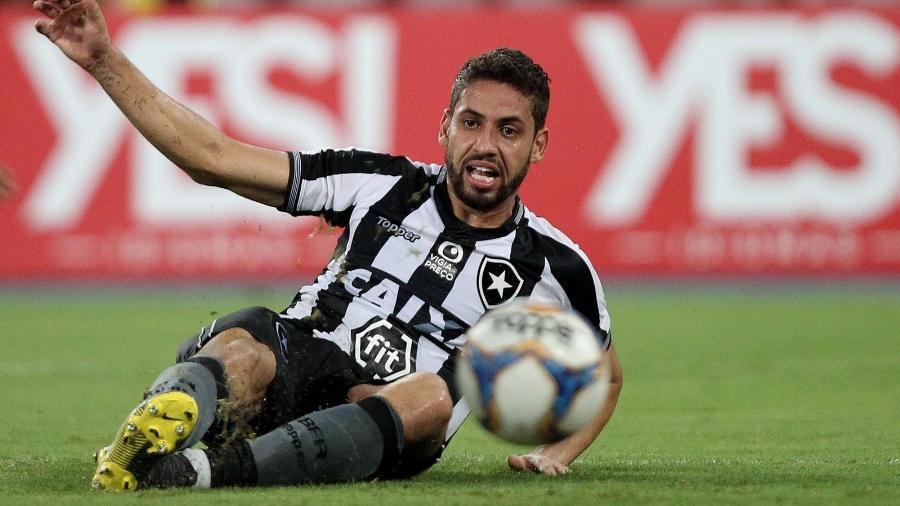 Gabriel quer seguir no Botafogo, mas Galo faz jogo duro pelo zagueiro - VITOR SILVA/SSPRESS/BOTAFOGO