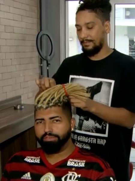 Sósia de Gabigol, atacante do Flamengo, aderiu aos dreads, mas teve de tirar para acompanhar camisa 9 - Reprodução TV Globo