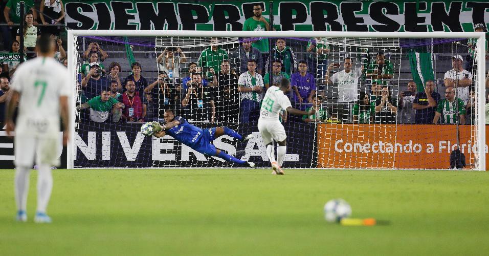 Jailson defende pênalti e dá a vitória no desempate ao Palmeiras contra o Atlético Nacional