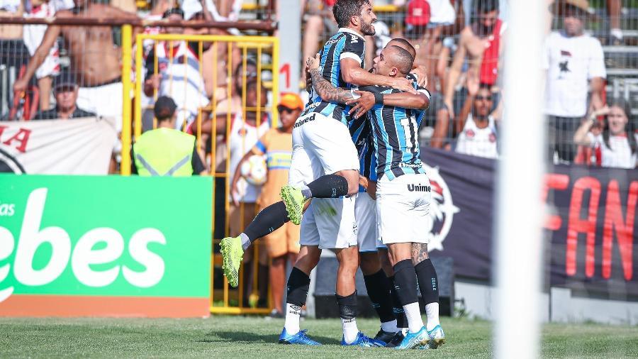 Jogadores do Grêmio comemora gol marcado por David Braz na reta final do primeiro tempo - Lucas Uebel/Grêmio FBPA