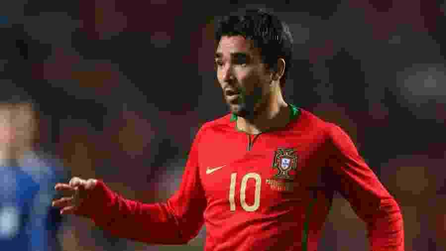 Deco, em ação pela seleção de Portugal - Getty Images