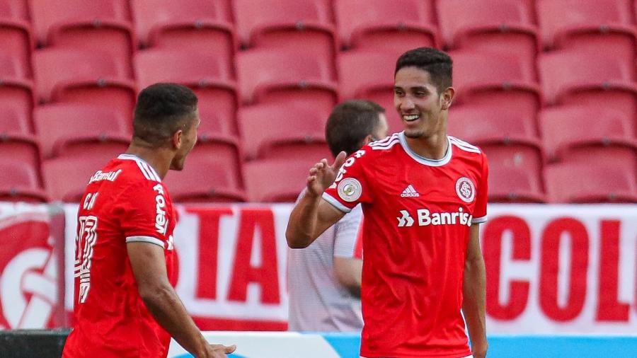 Praxedes comemora gol do Internacional contra o Goiás em jogo do Brasileirão - Fernando Alves/AGIF