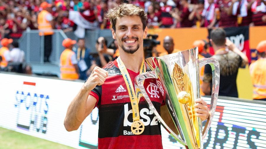 Rodrigo Caio, zagueiro do Flamengo, celebra conquista da Supercopa do Brasil - Alexandre Vidal/Flamengo