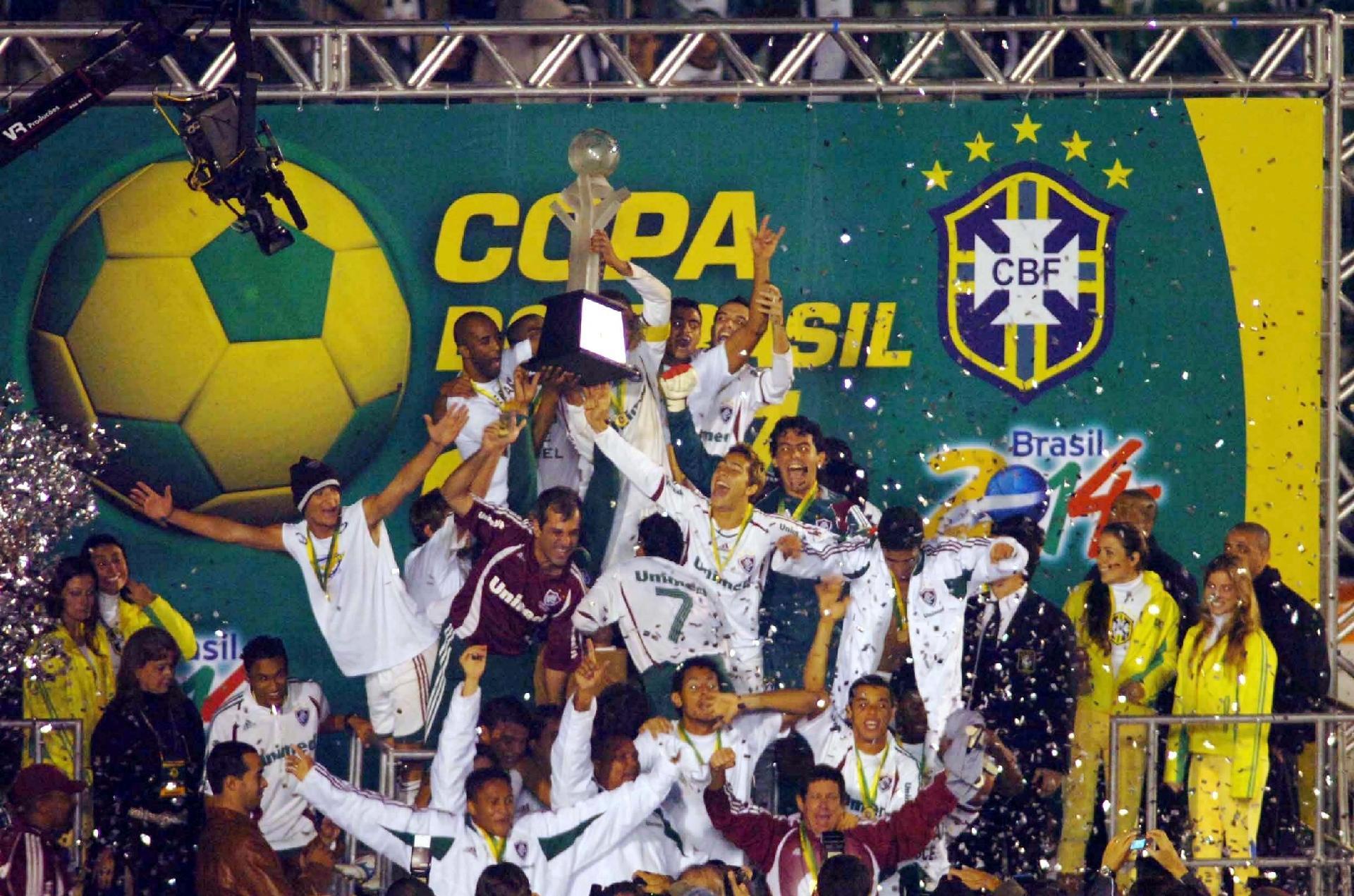 Jogadores do Fluminense comemoram o título da Copa do Brasil de 2007