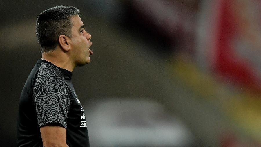 Marcelo Cabo orienta o Vasco - Thiago Ribeiro/AGIF