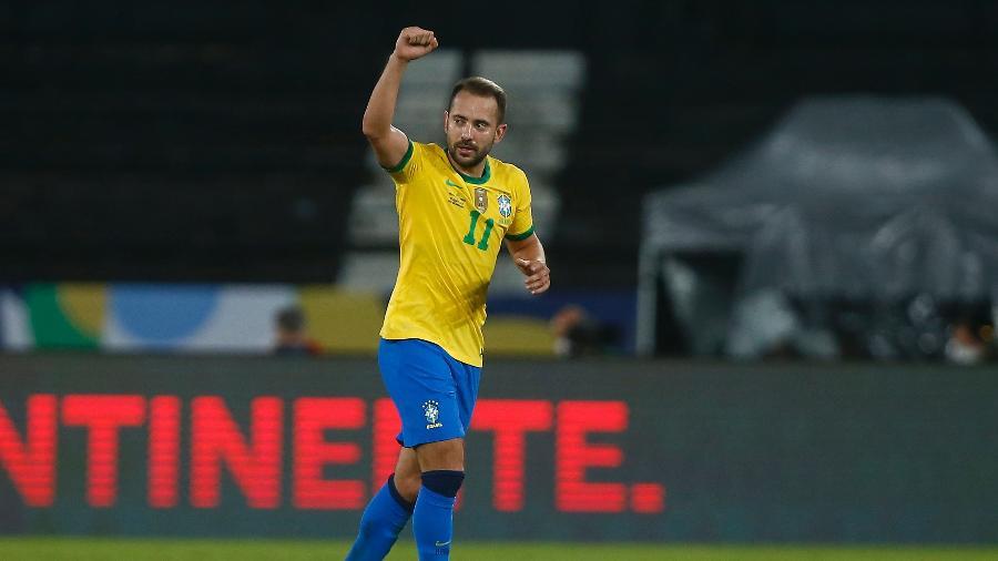 Everton Ribeiro entrou bem no segundo tempo e fez o terceiro gol do Brasil - Wagner Meier/Getty Images