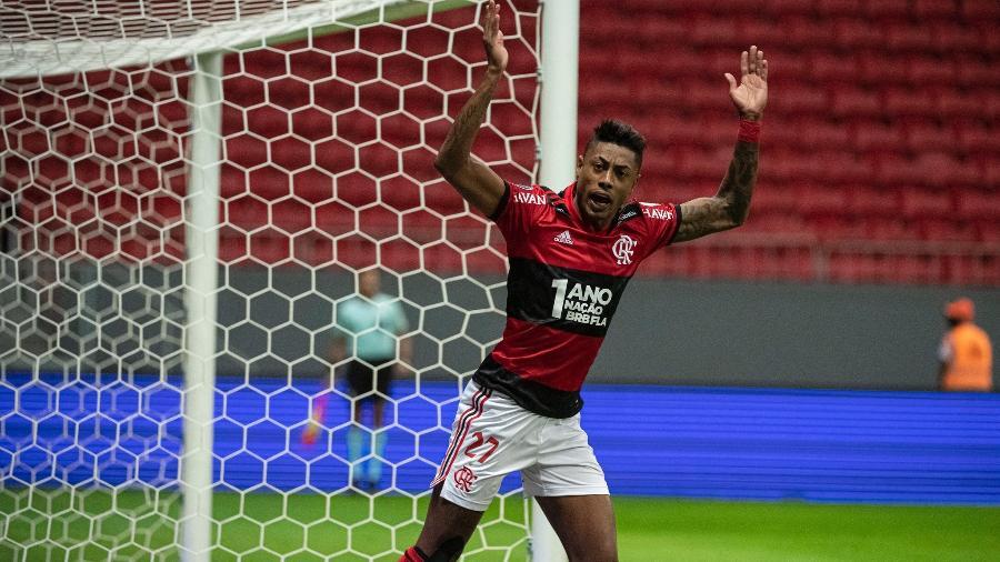 Bruno Henrique celebra volta e festeja torcida do Flamengo: Estávamos com saudades