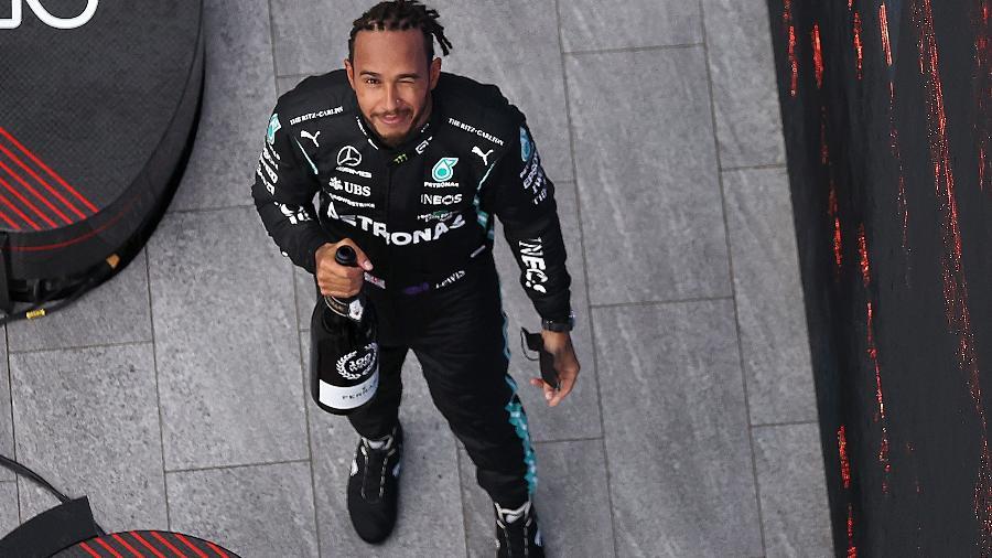 Lewis Hamilton no pódio de Sochi após comemorar sua centésima vitória na F-1  - Fórmula 1