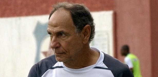 Gérson Andreotti está no sexto ano comandando o Friburguense, adversário do Vasco