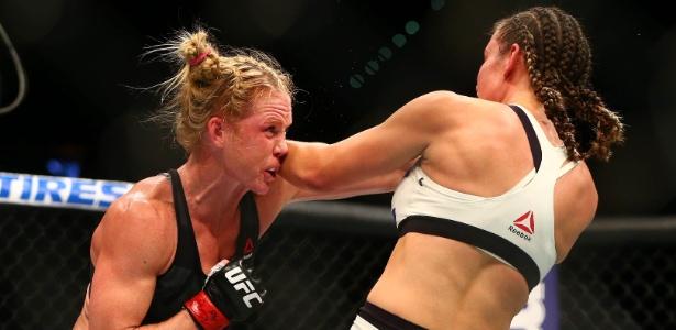 Holly Holm (esq.) perdeu as duas lutas que travou na temporada 2016 no UFC - Mark J. Rebilas-USA TODAY Sports