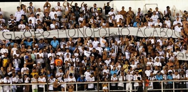 Torcida do Santos chegou a provocar a Globo após clube assinar com o Esporte Interativo