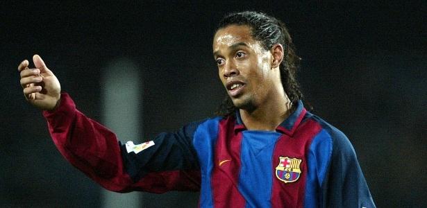 Barcelona relembrou golaços marcados por Ronaldinho; PSG exalta ex-jogador
