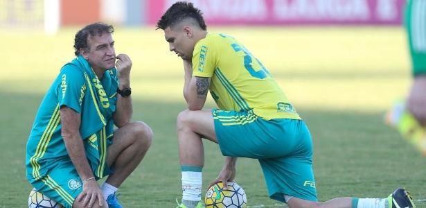 Moisés e Cuca conversam durante treino Palmeiras