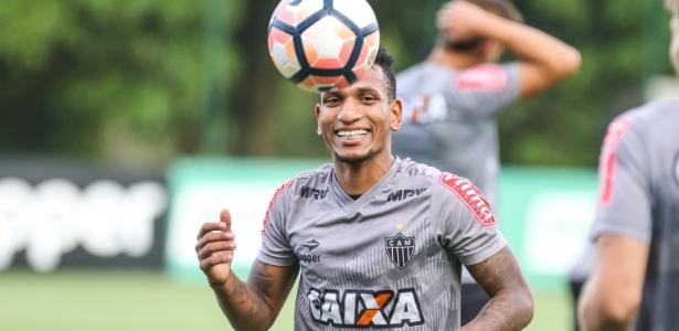 Rómulo Otero assina novo contrato com o Atlético-MG