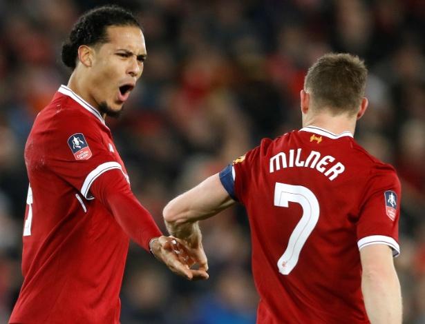 Van Dijk comemora gol do Liverpool com Milner