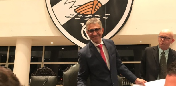 Alexandre Campelo no momento do empossamento como presidente do Vasco - Bruno Braz/UOL Esporte